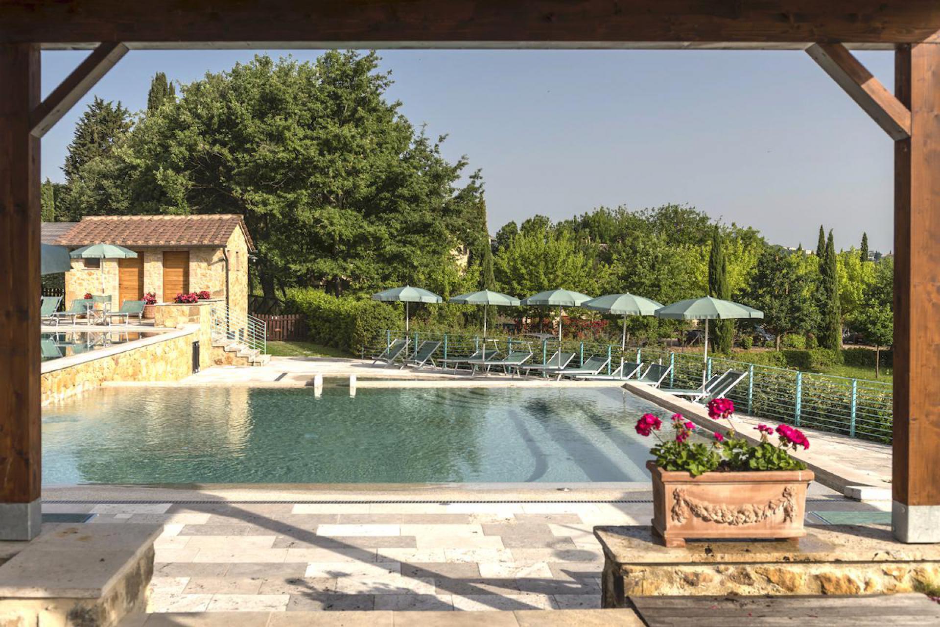 Agriturismo Toscane Agriturismo Country Resort Toscane met mooi zwembad en Restaurant