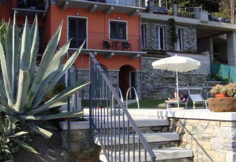 Agriturismo Comomeer en Gardameer Kleine residence met zwembad en uitzicht op Comomeer