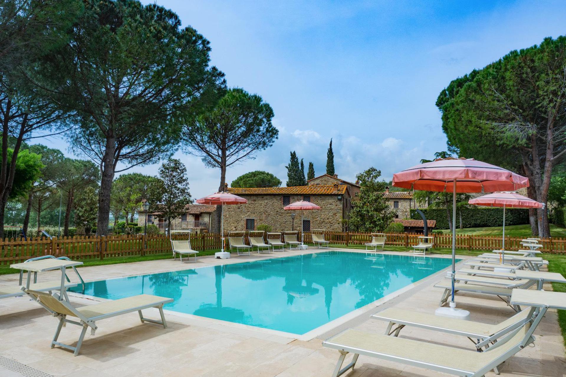 Agriturismo Puglia Mooie trullo met eigen zwembad in olijfgaard