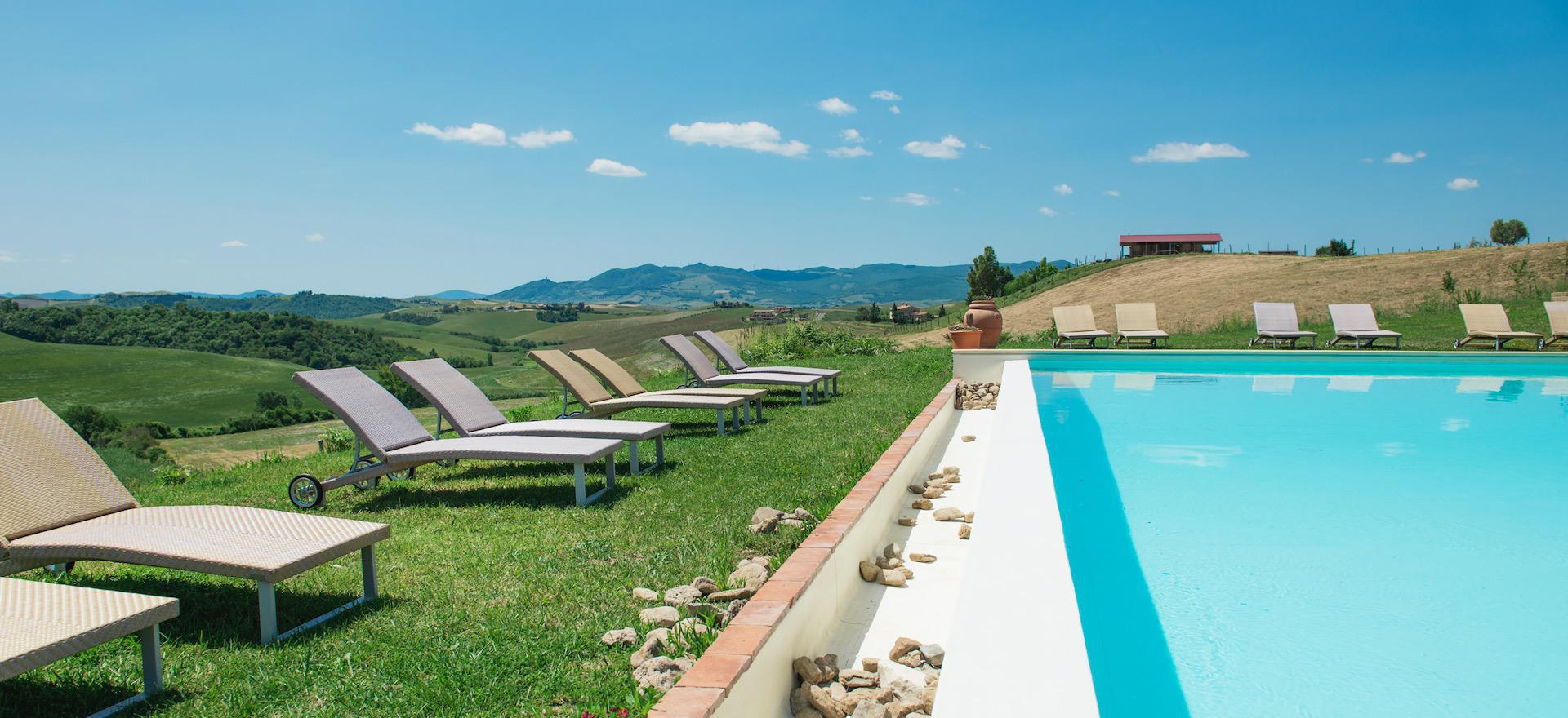 Agriturismo Toscane Gezellige agriturismo met panoramisch zwembad in Toscane